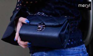 Pochette ecopelle nera con tracolla intrecciata