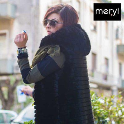 Gilet di pelliccia ecologica e abito in lana rasata