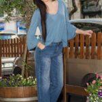 Jeans palazzo e maglia in viscosa